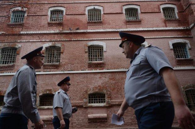 В России 20 заключенных одновременно вскрыли вены, не выдержав адских пыток