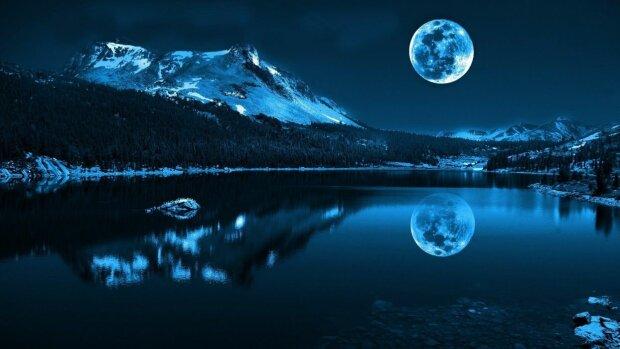 Місячний календар, фото: wallpaperUp