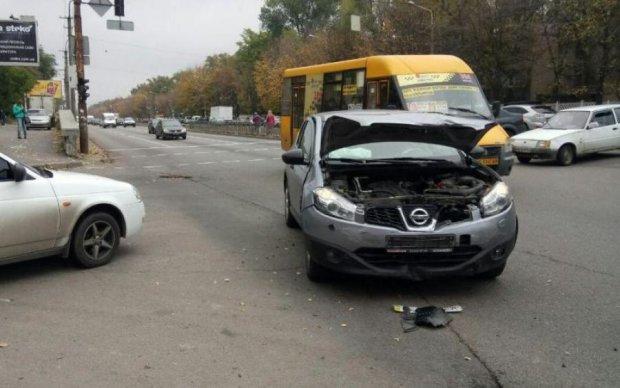 Горілка, Lexus, ДТП: незворушна росіянка допивала спиртне на шляху до відділку