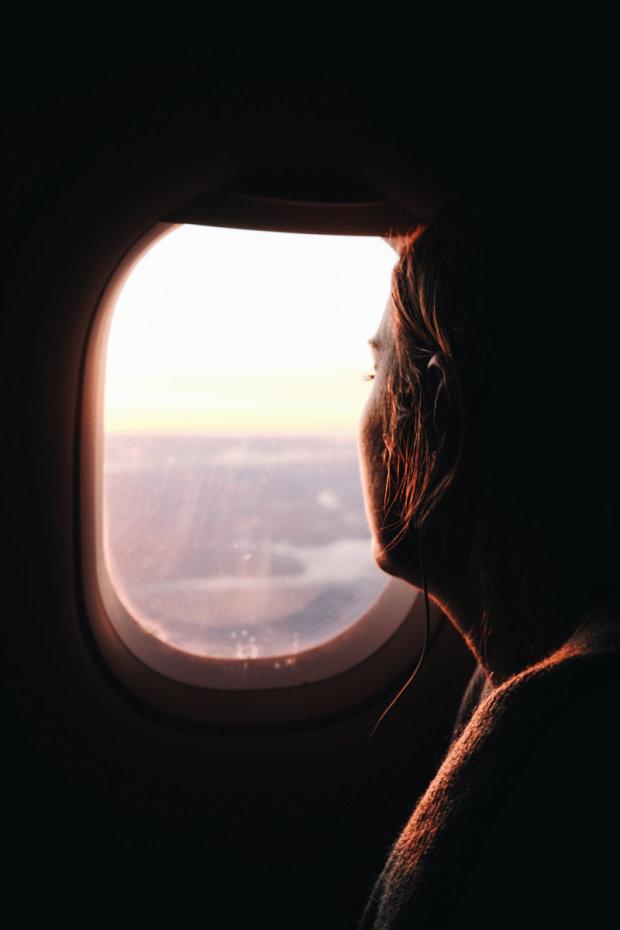 """Пасажир з борту літака зафільмував таємничий гігантський підводний об'єкт: """"Це щось, що знаходиться за межами нашого розуміння"""""""