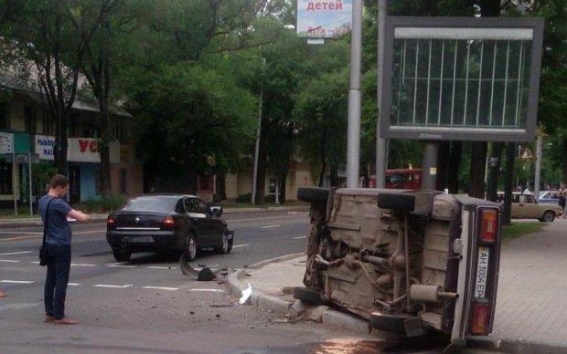 Месиво из машин: жуткая авария попала в объектив камеры