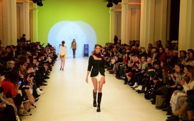 Нічна сорочка з чоботами та в'язані труси: чим потішив Ukrainian Fashion Week