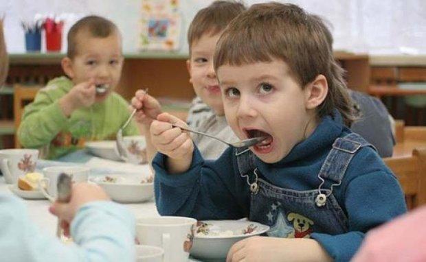 Дитяче харчування в школах і дитсадках подорожчає