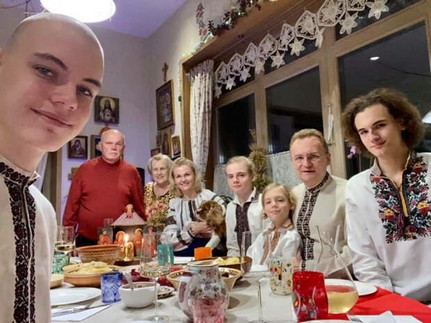 Андрей Садовой и семья, фото: Facebook