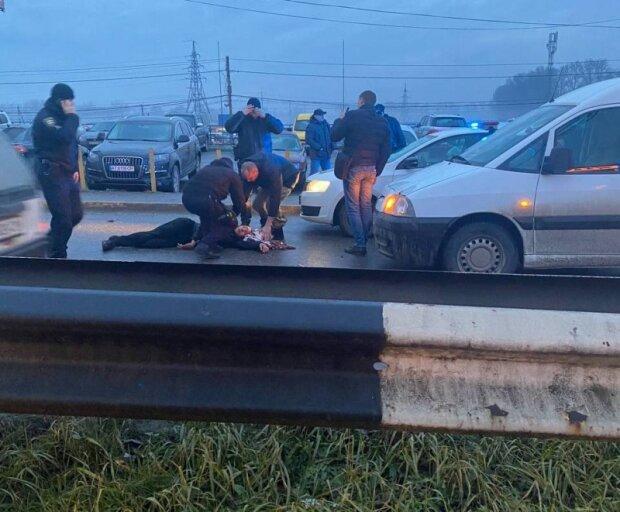 """Жуткое ДТП возле Калиновского рынка перепугало черновчан, летел на красный: """"Жив?"""""""
