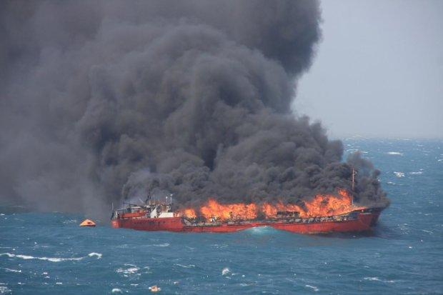 Спливли цікаві деталі про танкер, що спалахнув у Керченській протоці: не тільки пірати