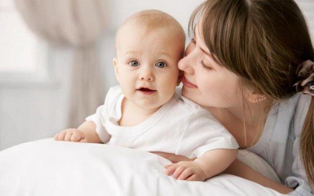 Мамины ласки: какую опасность таит невинный поцелуй