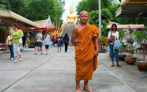 """Скрепы 18+: монах """"достигал дзена"""" прямо на глазах толпы"""