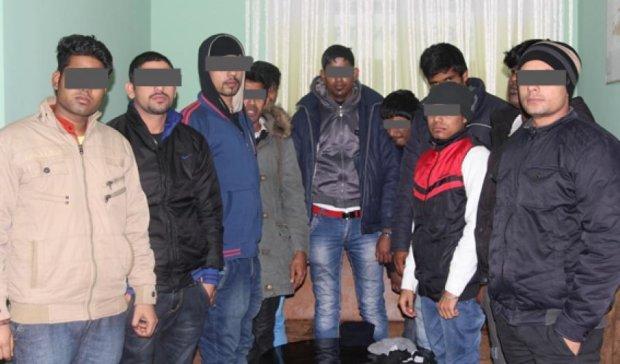 У Рівному поліція затримала 11 підозрілих іноземців