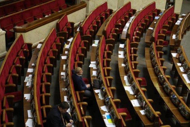 Інших проблем немає: депутати затіяли експеримент з прапорами УПА