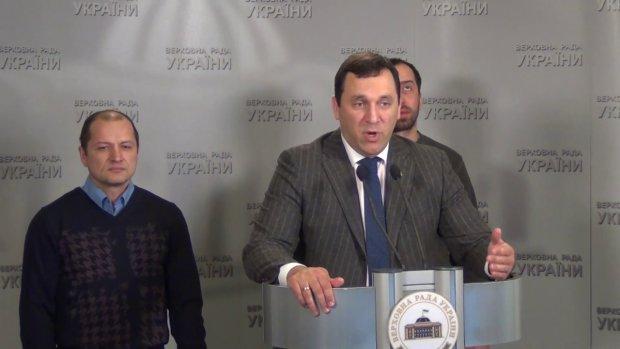 У Києві розгромили квартиру відомого нардепа: винесли все дочиста, навіть дитячі хрестики