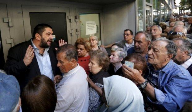 """После трех недель """"каникул"""" открылись греческие банки"""