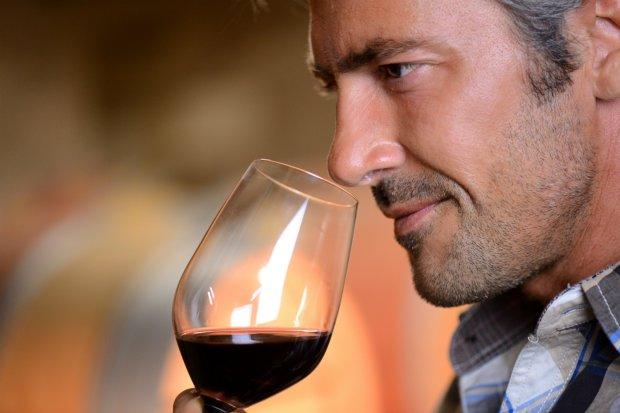 Ученые назвали целебные свойства красного вина: лечит самые страшные заболевания