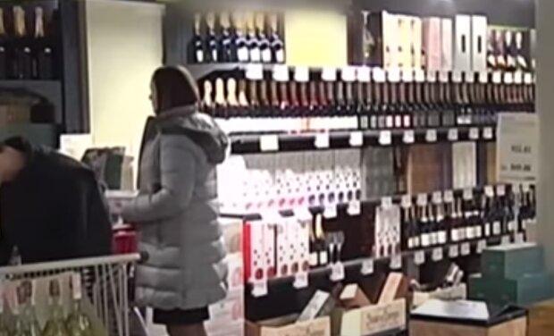 У Тернополі підліткам впарюють алкоголь під покровом ночі - копи влаштували облаву на горе-бізнесменів