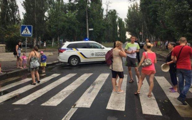 """Трое госпитализированы: водитель """"разогнал"""" митинг весьма радикальным способом"""