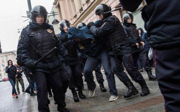 Українця затримали в США з небаченою кількістю зброї та наркотиків: відео