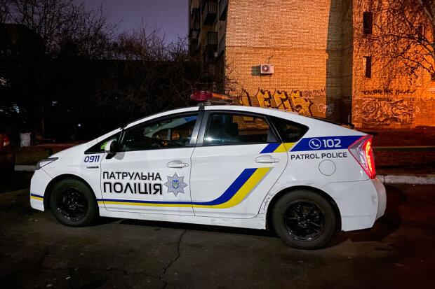 Потрапив під гарячу руку: в Києві п'яний чоловік накинувся на тещу і вмазав копу по обличчю