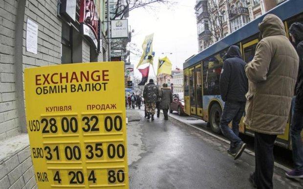 Всі побігли брати: в Україні різко обвалився курс валюти