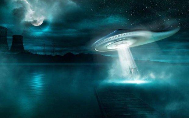 НЛО зіграв в хованки з Землею і програв: відео