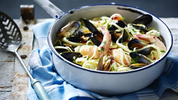 Смачний рецепт локшини з морепродуктами
