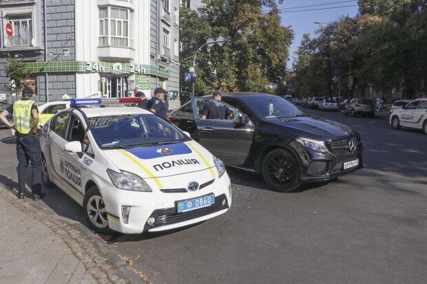 Бутылка водки и женские трусики: в центре Киеве обнаружили гастролера Путина на Mercedes, полный коматоз
