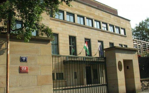 Бомбить не по-дитячому: угорці познущалися над українським послом