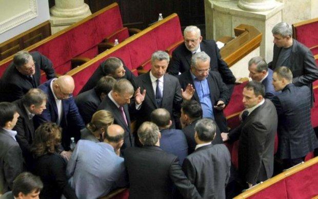 """Твари недобитые!"" Прихвостни Януковича устроили шабаш в Раде"