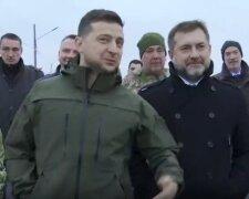 Володимир Зеленський у Станиці Луганській, скріншот із відео: Офіс Президента