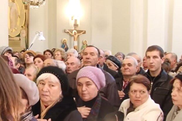 Материнська молитва, кадр з відео