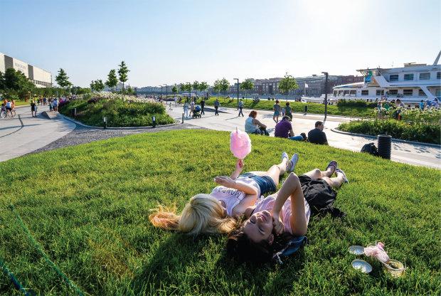 Прогноз погоды на лето: стихия покажет украинцам, как играть в холодную жару