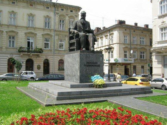 Его окрестили первым президентом: во Львове почтили память Михаила Грушевского