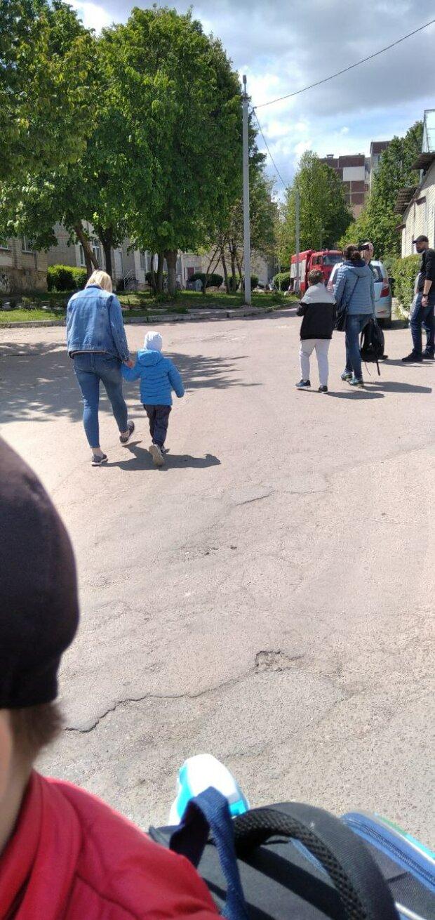 Евакуація зі школи, фото: Знай.uа