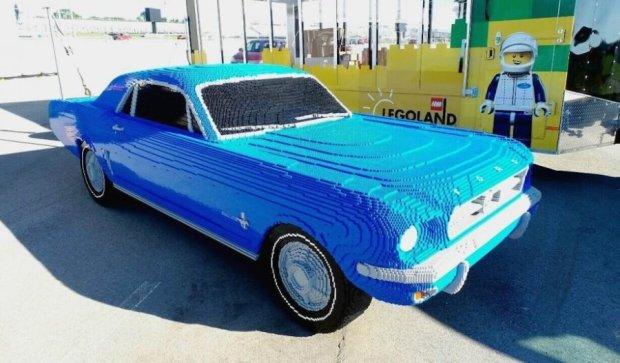 Раритетний  Ford Mustang  зібрали з кубиків LEGO