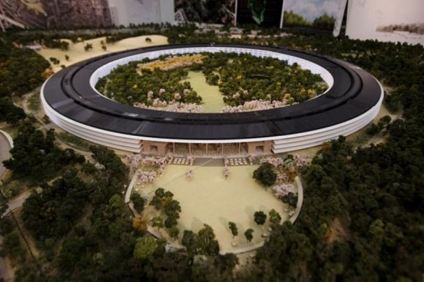 Apple продає надлишки сонячної енергії зі своєї штаб-квартири