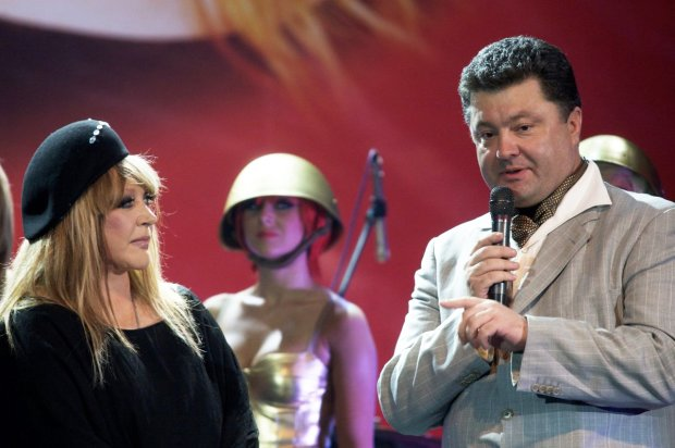 Пугачеву преследует опасный маньяк: на вокзале, в гостинице и даже на сцене