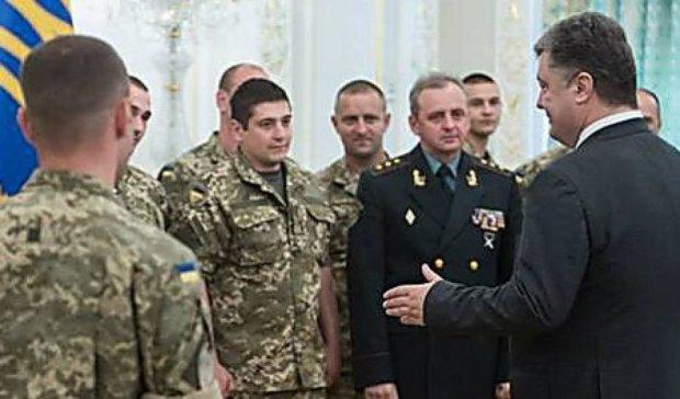Президент наградил медалями более 200 военных АТО