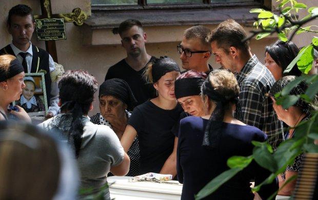 """Мати нелюда, що вбив Дашу Лук'яненко, почала тиснути на жалість: """"Що вирішать люди"""""""