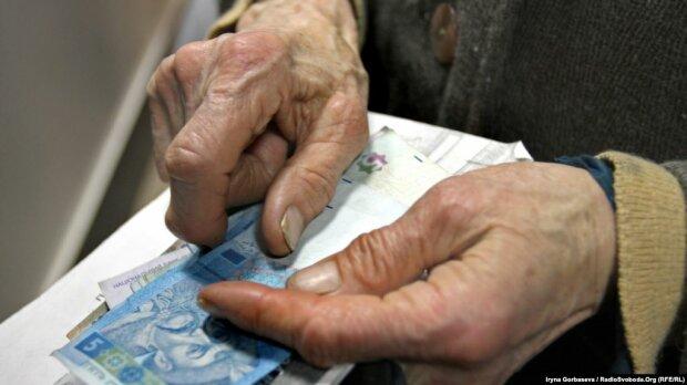 Пенсії за Зеленського: у ПФУ пояснили, за якими критеріями нараховуватимуть виплати українцям
