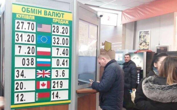 """Курс валют на 11 января: гривна """"подружилась"""" с долларом и евро"""