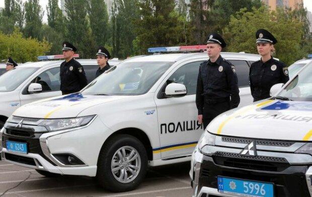 Гимн Украины без единого звука: в Запорожье полицейские спели на языке жестов, причина вас ошеломит, - видео