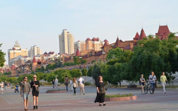 В Киеве настроили квартир, а покупать некому