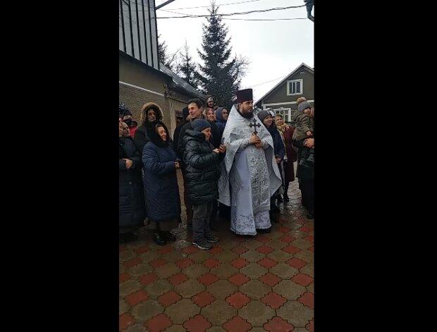 """На Буковине прогремел безумный скандал с московскими попами: """"Заставляли детей..."""""""