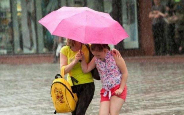 Готовимся: натворивший бед циклон снова заглянет в Украину