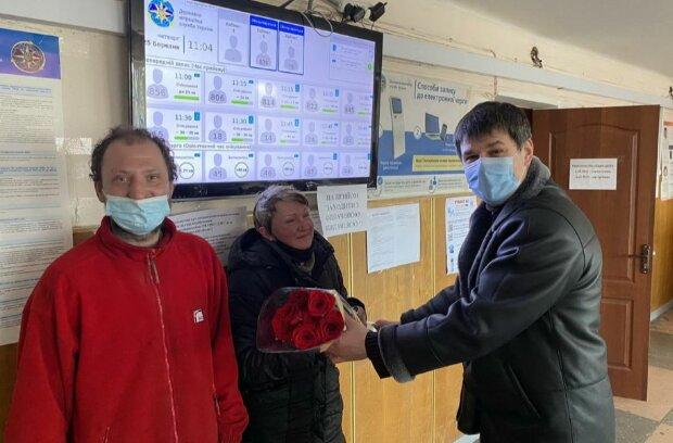 У Києві безпритульні отримали паспорти заради весілля: кохання врятувало їхні тіла й душі