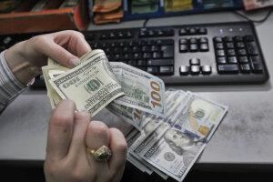 Долари, фото - Qcostarica.