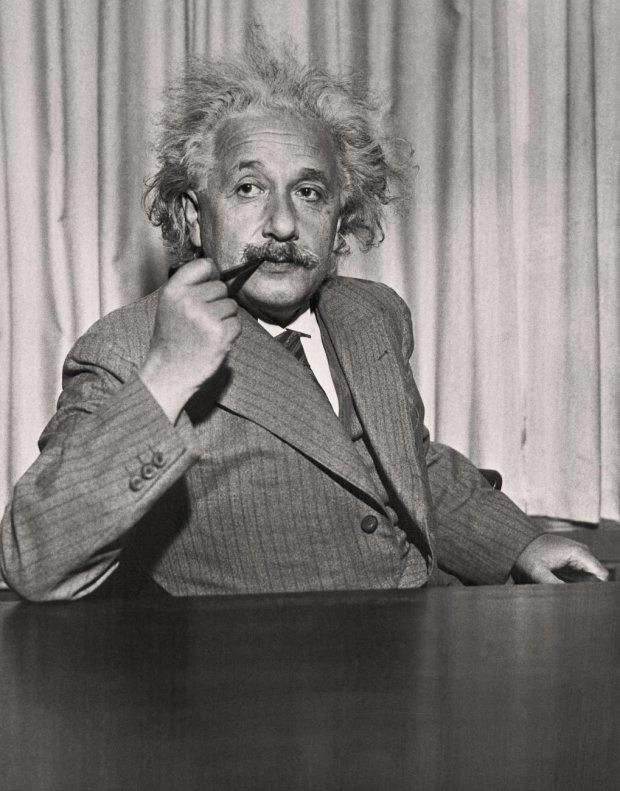 Всього за 1 долар і 35 центів: як Альберт Ейнштейн придбав собі дивну звичку