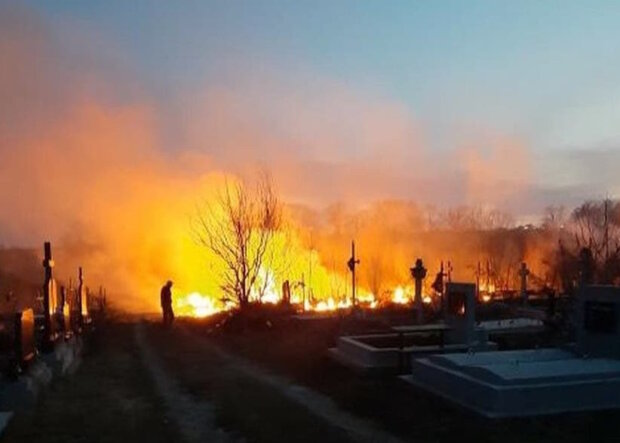Всюди чорний дим і десятки тіл, потужна пожежа сколихнула Київщину