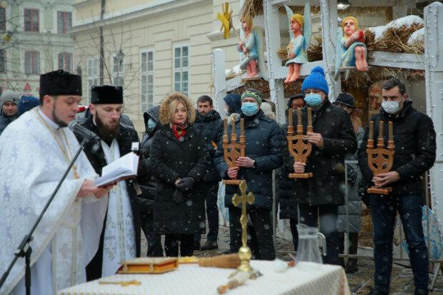 Во Львове на площади Рынок освятили воду, фото Львовская ОГА