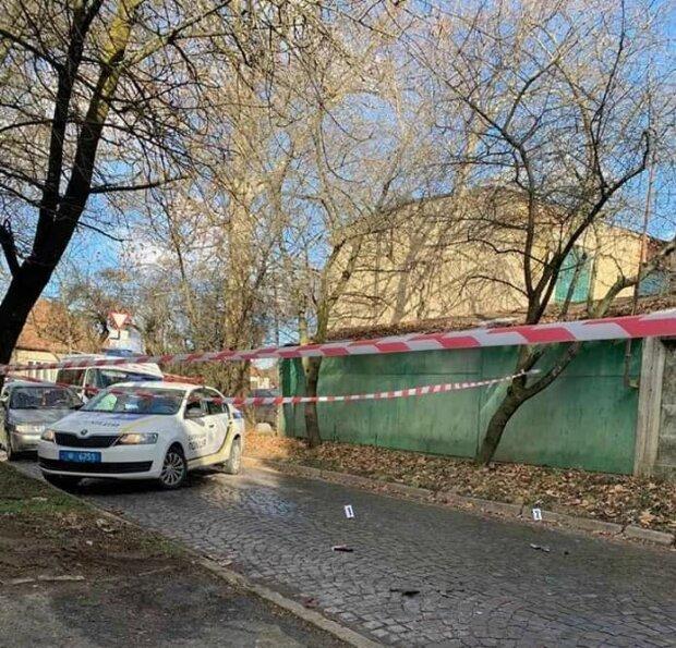Харьковские копы стащили мужчину с 23 этажа, готовился прыгнуть - героические кадры