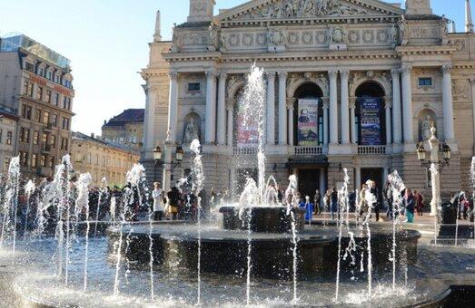 """Купаться в фонтанах? В Львове массово отключают воду, - список """"счастливчиков"""""""